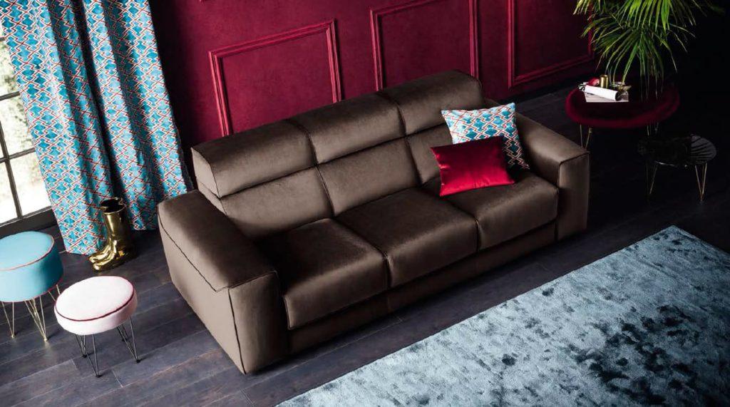 Sofá moderno tapizado en marrón chocolate
