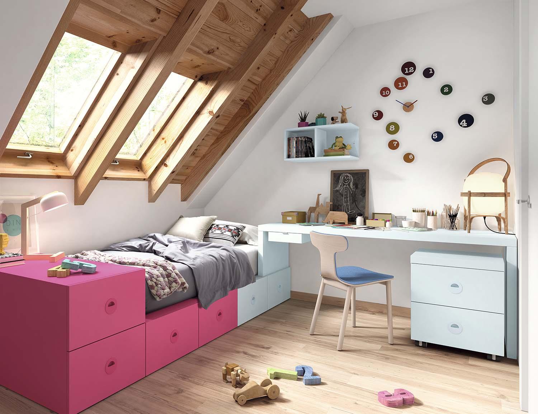 dormitorio infantil con bohardilla