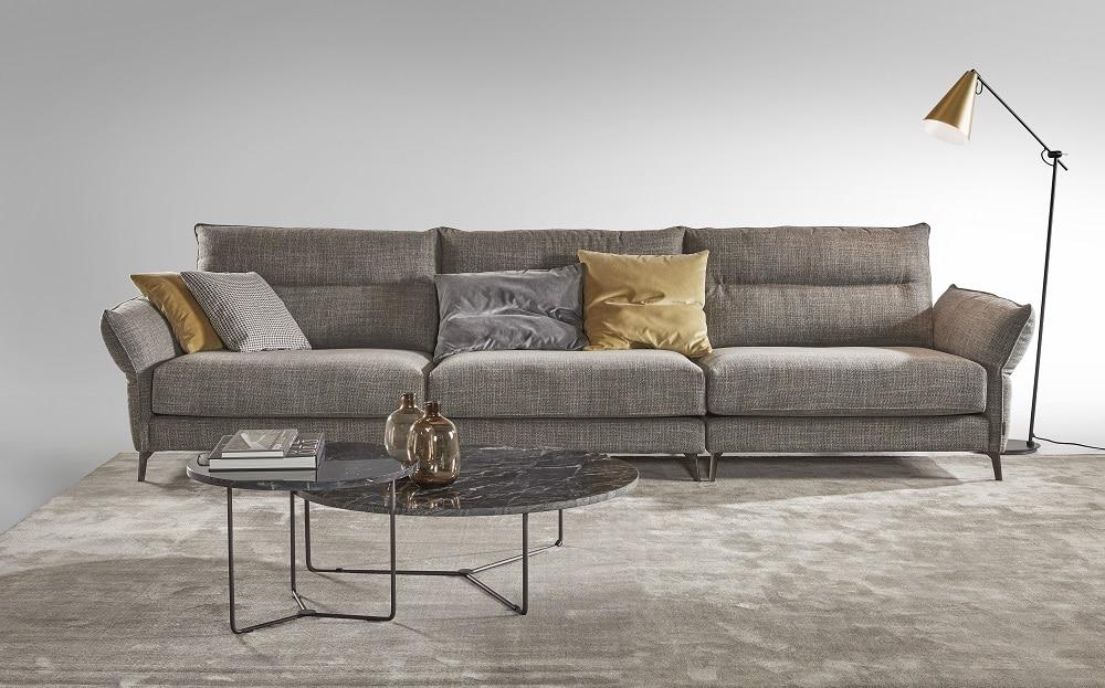 Sofá tapizado clásico mostaza