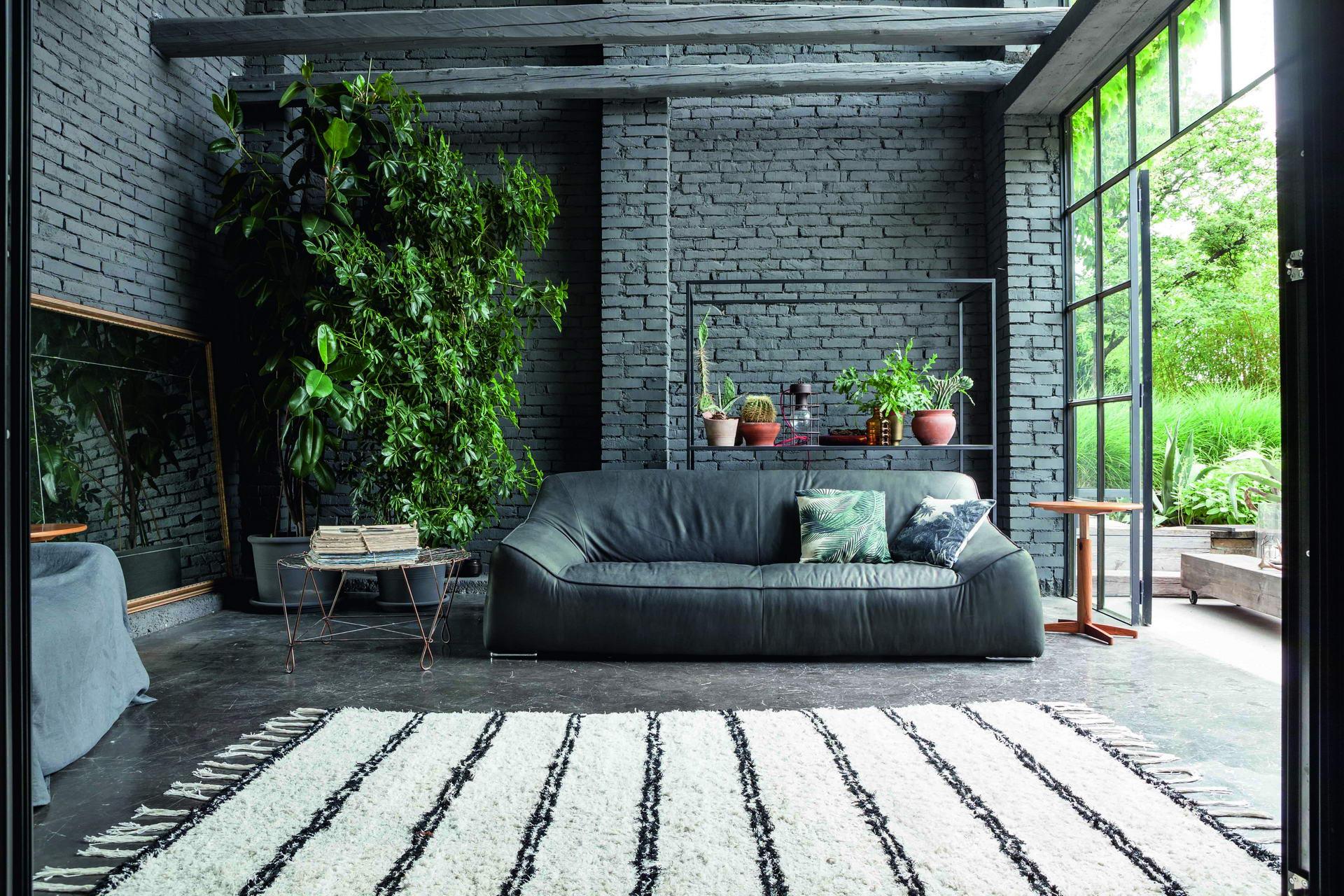 Mueble tapizado clásico en azul