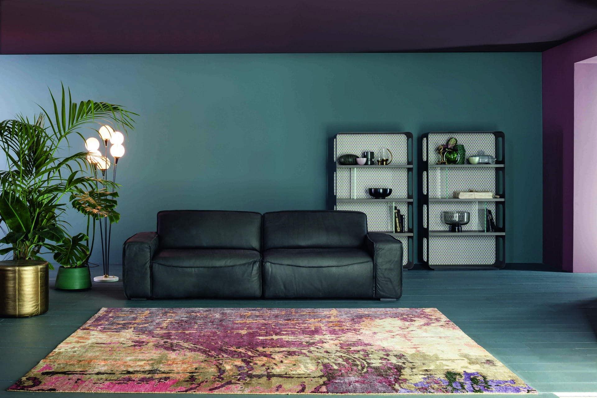 Sofá tapizado clásico en blanco
